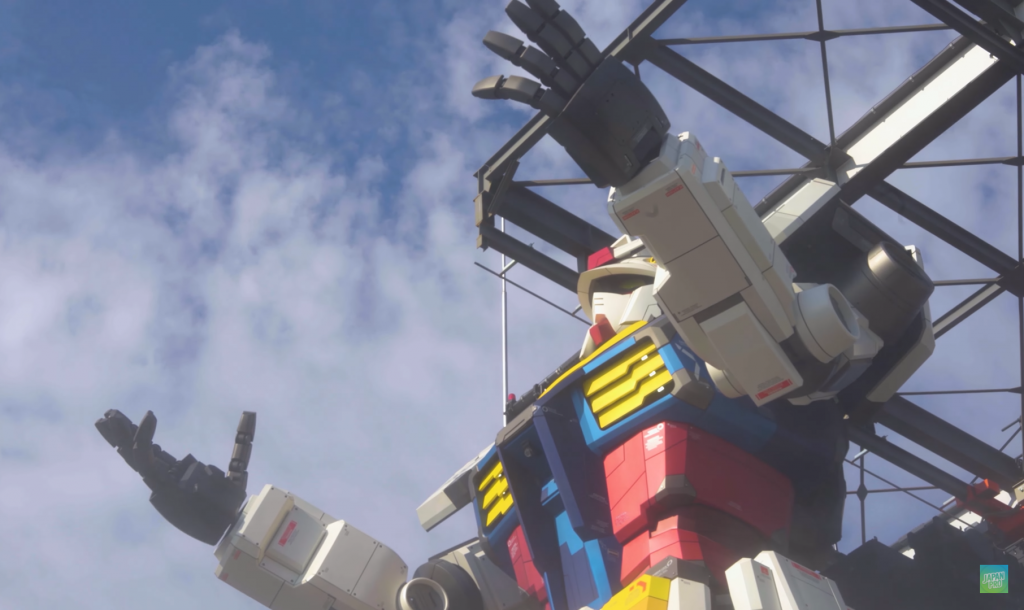 Gundam raising its hands