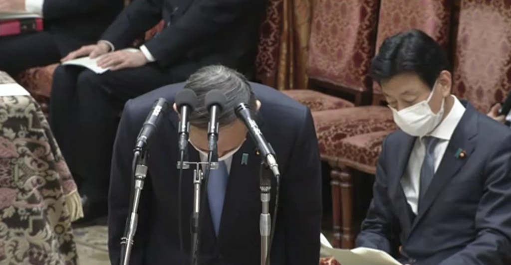 Prime Minister Suga apologizes for LDP members visiting night clubs.